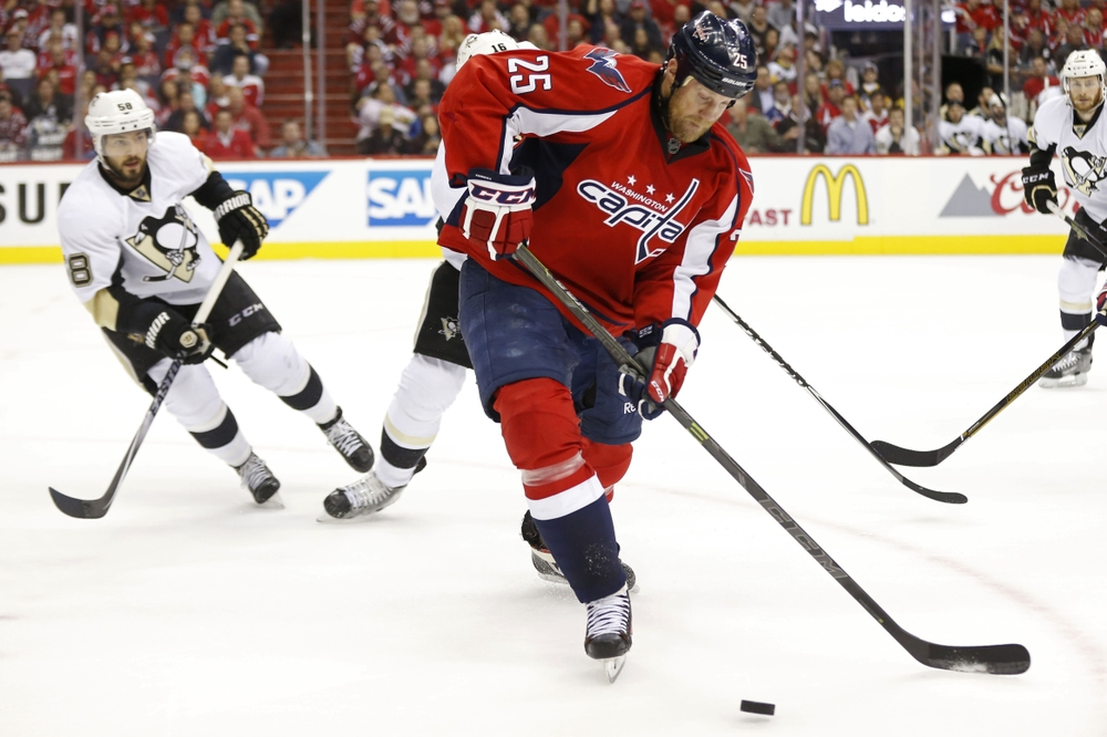 May 7, 2016; Washington, DC, USA; Washington Capitals left wing Jason Chimera (25) controls the puck in front of Pittsburgh Penguins defenseman Kris Letang (58) in the second period in game five of the second round of the 2016 Stanley Cup Playoffs at Verizon Center. The Capitals won 3-1 as the Penguins lead the series 3-2. Mandatory Credit: Geoff Burke-USA TODAY Sports